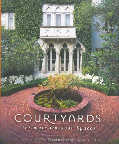 Courtyards: Intimate Outdoor Spaces: Douglas Keister