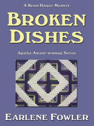 9781587247071: Broken Dishes: A Benni Harper Mystery