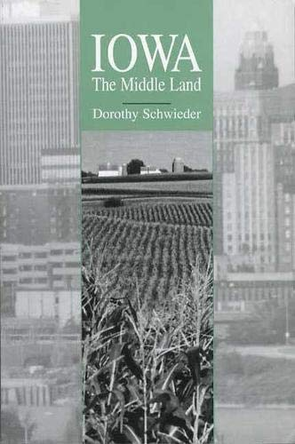 9781587295492: Iowa: The Middle Land