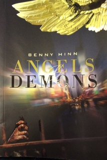 9781590244593: Angels & Demons