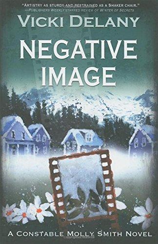 9781590587881: Negative Image (Constable Molly Smith Novels)
