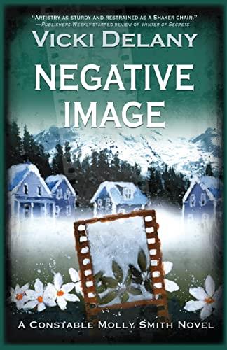 9781590587904: Negative Image (Constable Molly Smith Novels)