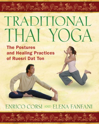 9781594772054: Traditional Thai Yoga: The Postures and Healing Practices of Ruesri Dat Ton