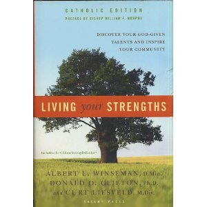 9781595620125: Living Your Strengths: Discover Your God-Given Talents and Inspire Your Community (Catholic Edition)