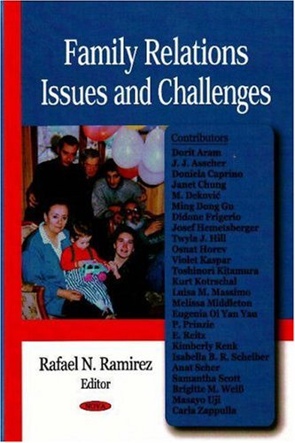 9781600219269: Family Relations Issues and Challenges