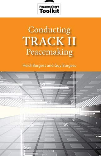 9781601270696: Conducting Track II Peacemaking (Peacemaker Toolkits)