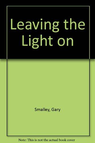 9781601420299: Leaving the Light On