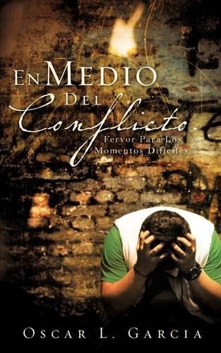 En Medio del Conflicto. (Paperback): Oscar L Garcia