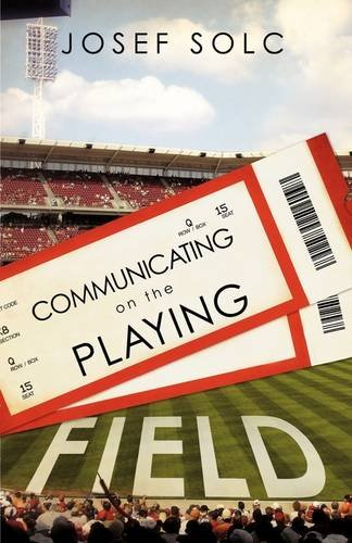 9781607917632: COMMUNICATING ON THE PLAYING FIELD