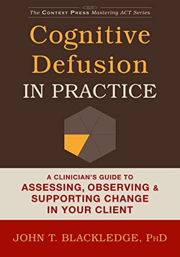 9781608829804: Cognitive Defusion In Practice: A Clinician's Guide to Assessing, Observing, and Supporting Change in Your Client (The Context Press Mastering ACT)
