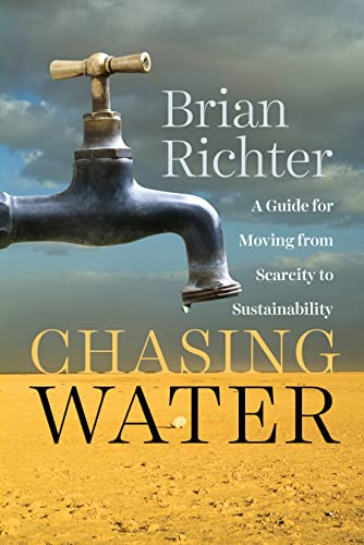 9781610915366: Chasing Water: A Guide for Moving from Scarcity to Sustainability