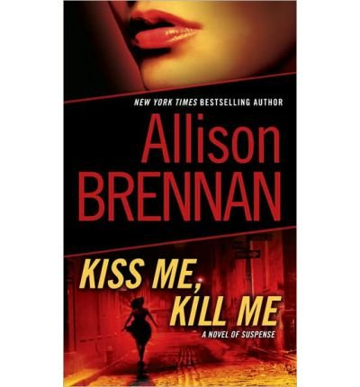 9781611294514: Kiss Me, Kill Me (Lucy Kincaid, Book 2)
