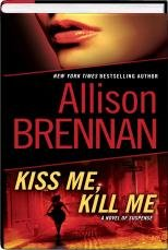 9781611294514: Kiss Me, Kill Me (Lucy Kincaid, Book 2)