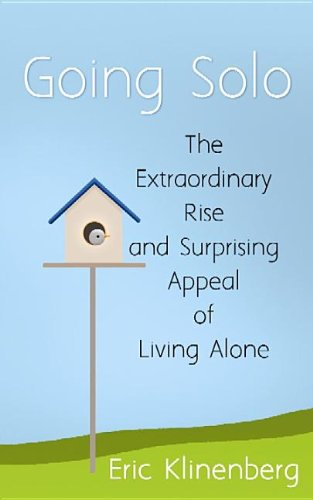9781611734515: Going Solo: The Extraordinary Rise and Surprising Appeal of Living Alone (Center Point Platinum Nonfiction)