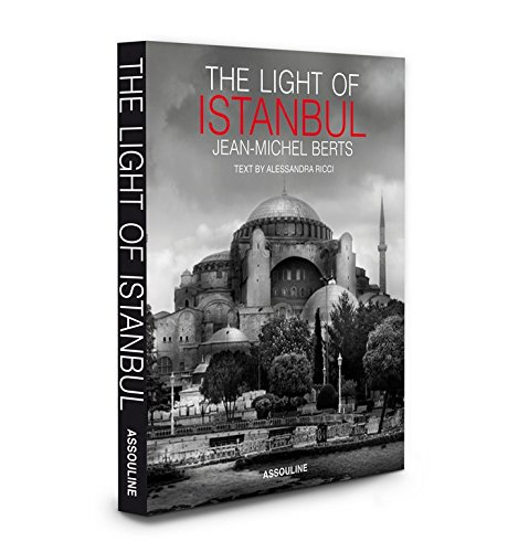 9781614280309: The Light of Istanbul (City Lights)