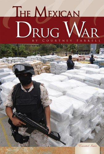 9781617831362: The Mexican Drug War (Essential Issues)