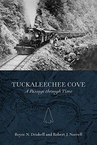 9781621901679: Tuckaleechee Cove: A Passage through Time