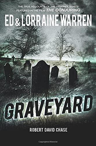 9781631680113: Graveyard: True Hauntings from an Old New England Cemetery (Ed & Lorraine Warren)