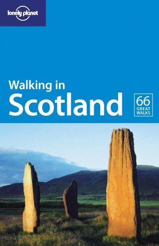 9781741042030: Walking in Scotland
