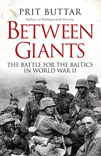 9781780961637: Between Giants: The Battle for the Baltics in World War II (General Military)