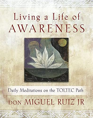 9781781806418: Living a Life of Awareness: Daily Meditations on the Toltec Path