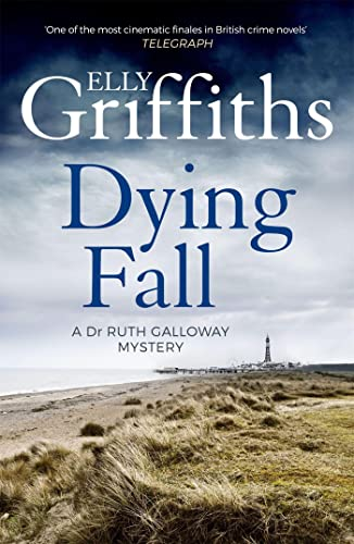 9781786482150: A Dying Fall: The Dr Ruth Galloway Mysteries 5: A spooky, gripping read from a bestselling author (Dr Ruth Galloway Mysteries 5)