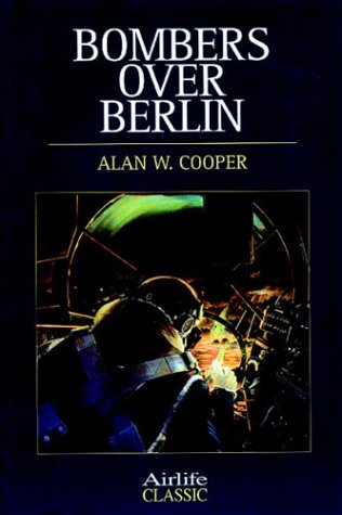 9781840374292: Bombers Over Berlin (Airlife Classics)