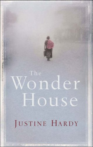 9781843544326: The Wonder House