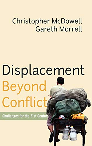 Displacement Beyond Conflict: Challenges for the 21st Century (Hardback) - Gareth Morrell, Christopher McDowell
