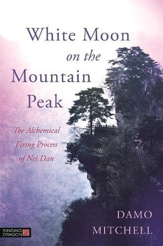 9781848192560: White Moon on the Mountain Peak: The Alchemical Firing Process of Nei Dan (Daoist Nei Gong)