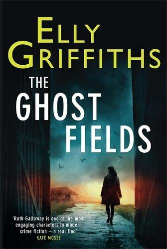 9781848663312: The Ghost Fields: A Ruth Galloway Investigation
