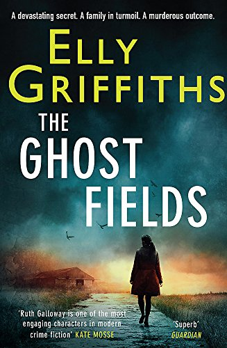 9781848663336: The Ghost Fields: The Dr Ruth Galloway Mysteries 7 (Ruth Galloway Investgation)