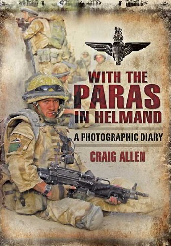 9781848843004: WITH THE PARAS IN HELMAND: A Photographic Diary