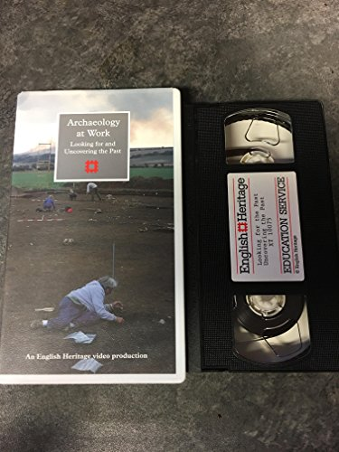 9781850745778: Archaeology at Work: Looking for the Past/Uncovering the Past [VHS]