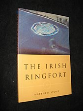 9781851823000: The Irish Ringfort