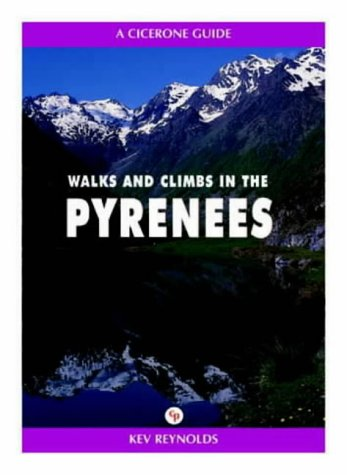 9781852841331: Walks and Climbs in the Pyrenees (A Cicerone guide)