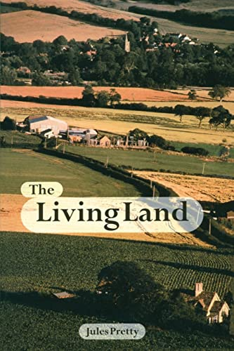 9781853835179: The Living Land