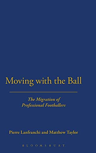 9781859733028: Moving With the Ball: The Migration of Professional Footballers