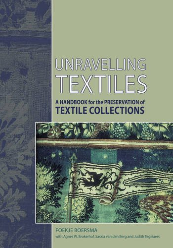 9781873132647: Unravelling Textiles: A Handbook for the Preservation of Textile Collections