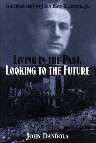 9781878452313: Living in the Past, Looking to the Future: The Biography of John Hays Hammond, Jr.
