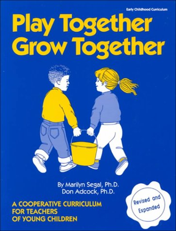 9781879744035: Play Together Grow Together: A Cooperative Curriculum for Teachers of Young Children