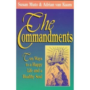 9781880982426: The Commandments: Ten Ways to a Happy Life and a Healthy Soul