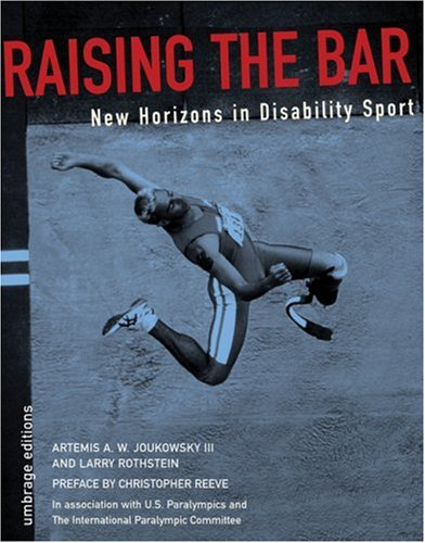 9781884167119: Raising The Bar: New Horizons In Disability Sports