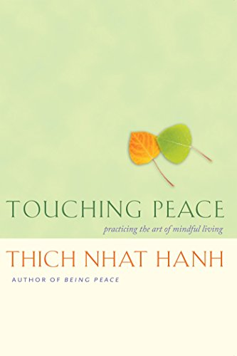 9781888375992: Touching Peace: Practicing the Art of Mindful Living