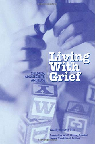 9781893349018: Living with Grief: Children, Adolescents, and Loss