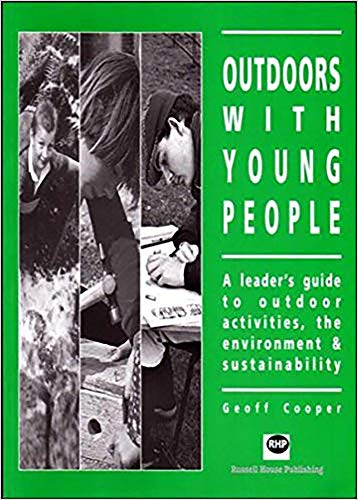 9781898924241: Outdoors with young people: A leader's guide to outdoor activities, the environment and sustainability