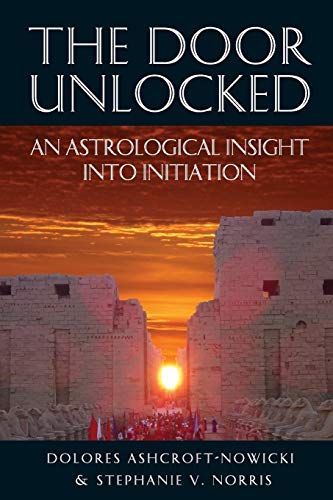 The Door Unlocked - An Astrological Insight Into Initiation: Ashcroft-Nowicki, Dolores; Norris, ...