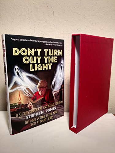 Don't Turn Out The Light: Jones, Stephen (Selected and arranged with an Introduction by)