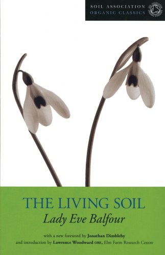 9781904665083: The Living Soil (Soil Association Organic Classics)