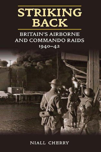 9781906033415: Striking Back: Britain's Airborne and Commando Raids 1940-42